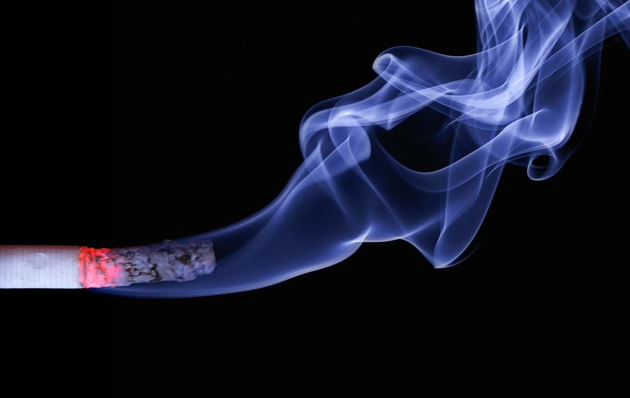 Periimplantitis o qué sucede cuando mezclas tabaquismo e implantes dentales